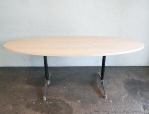 Tisch oval mit Eames Untergestell