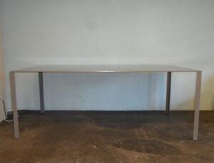 Tisch Less